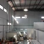 מבנה תעשייה בעד הלום אשר נבנה לצרכי השכרה.